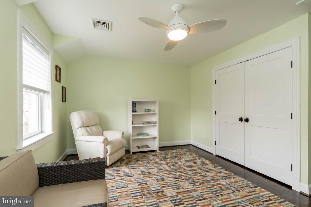 Bedroom 3 with organized closet - 6308 26TH ST N, ARLINGTON