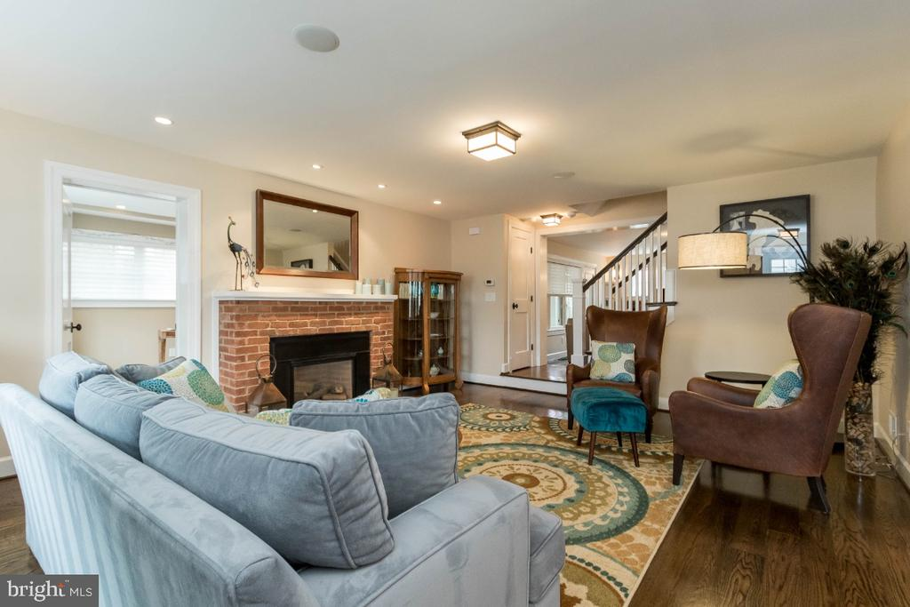 Living room with Fireplace - 6308 26TH ST N, ARLINGTON