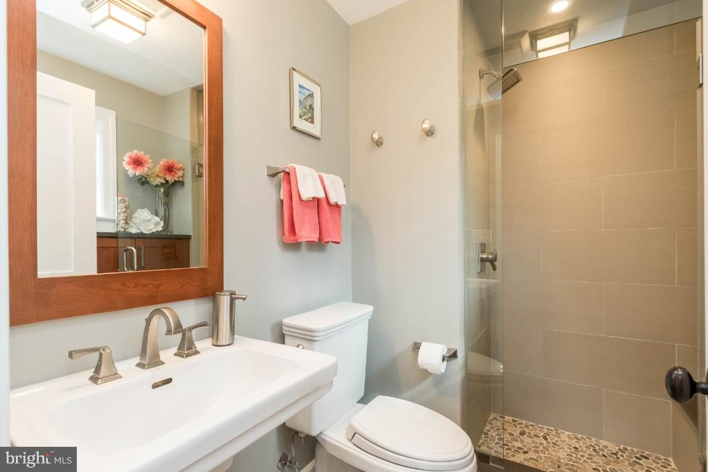 Main level full bath - 6308 26TH ST N, ARLINGTON