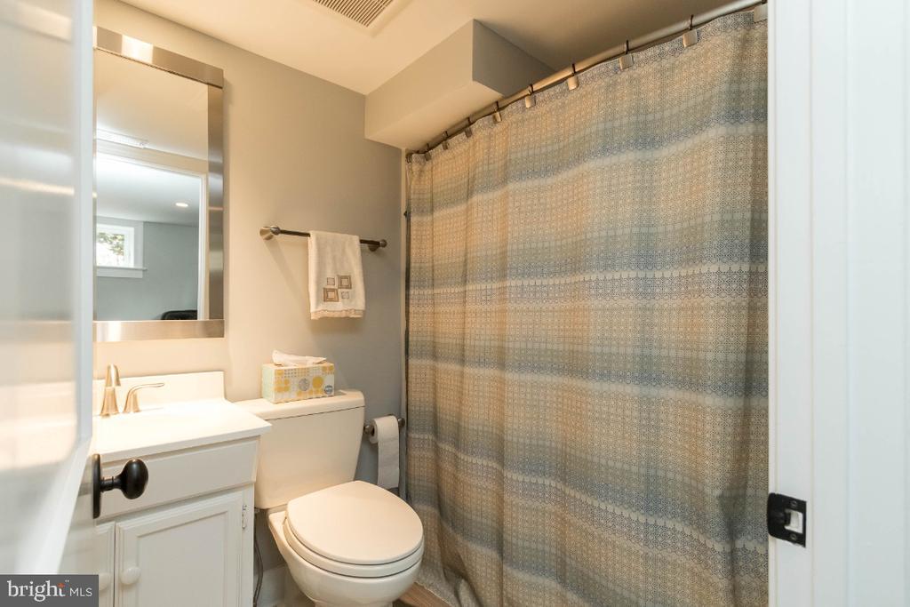 Lower Level Full Bath - 6308 26TH ST N, ARLINGTON