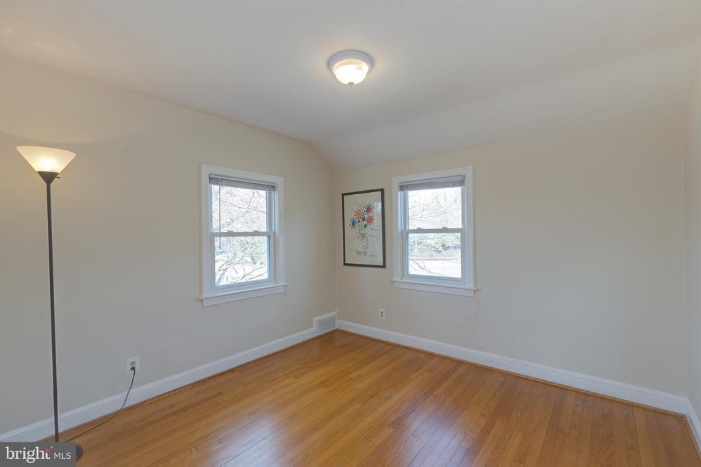 Upper level bedroom - 3704 ARLINGTON BLVD, ARLINGTON