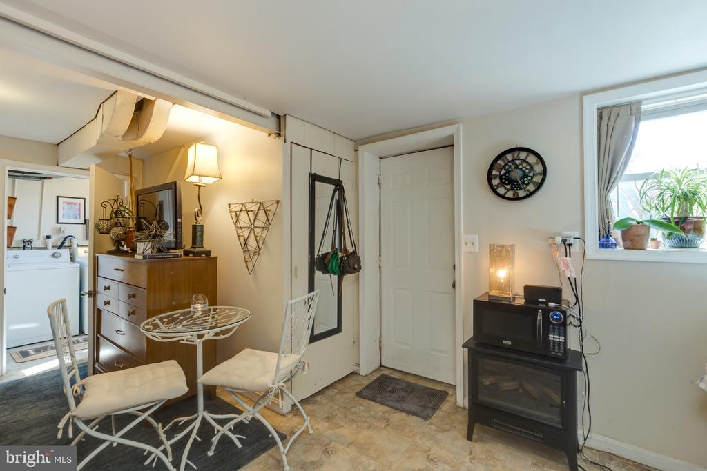 Mother-in-law suite with private entrance - 3704 ARLINGTON BLVD, ARLINGTON