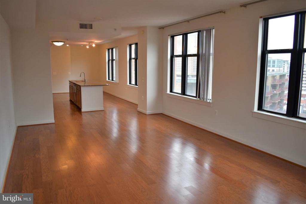 Living Room - 400 MASSACHUSETTS AVE NW #1007, WASHINGTON