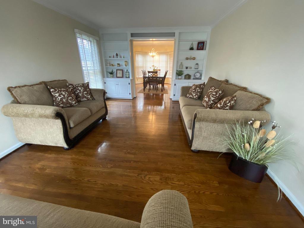 Living room 1 - 10 WHITTINGHAM CIR, STERLING