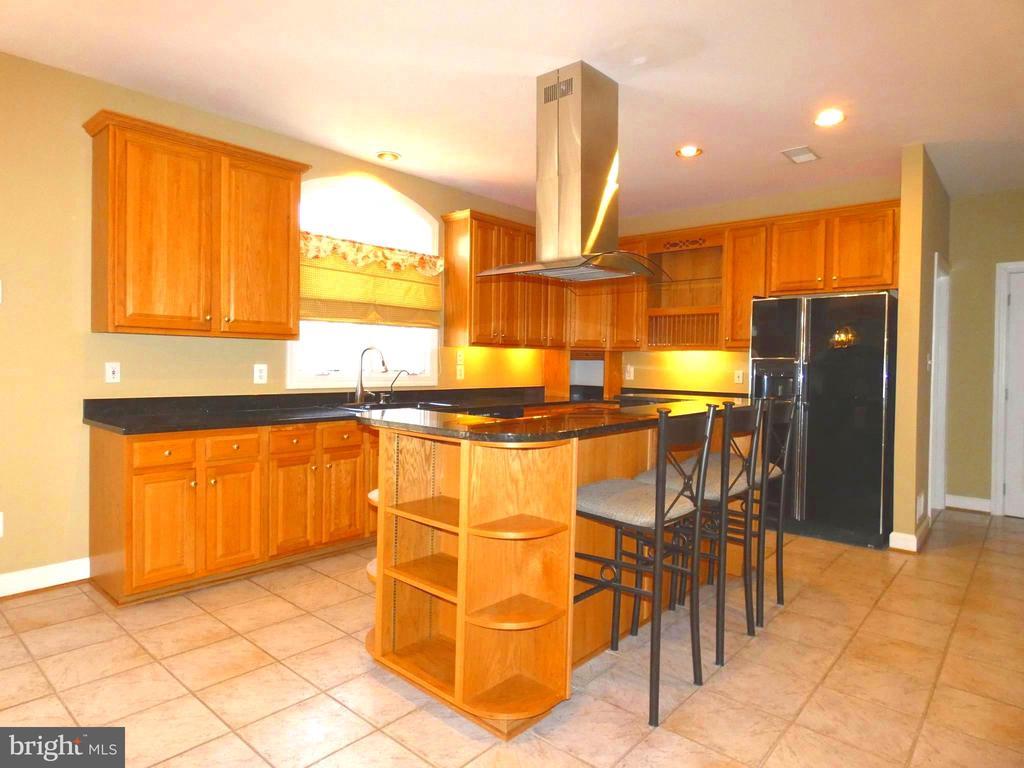 Gourmet Kitchen - 6431 LAKE MEADOW DR, BURKE