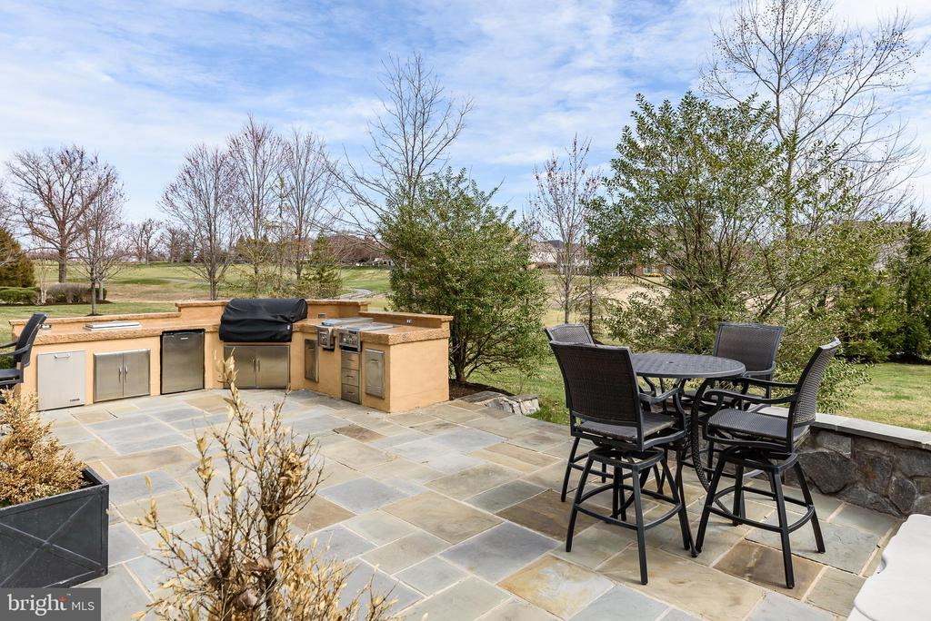 Flagstone Patio - 19876 BETHPAGE CT, ASHBURN
