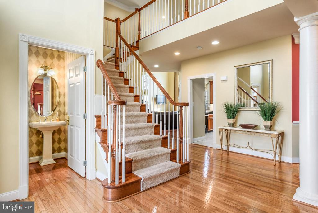 Two Story Foyer - 19876 BETHPAGE CT, ASHBURN