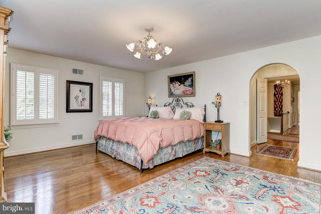 Master bedroom - 7608 ARROWOOD RD, BETHESDA