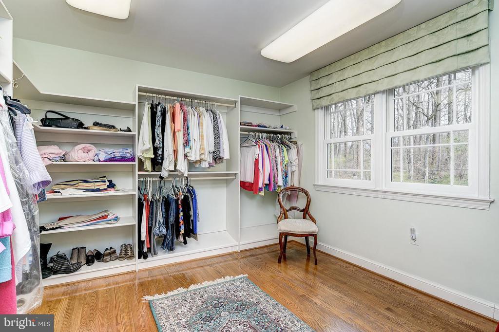 Over sized large walk in master bedroom closet - 7608 ARROWOOD RD, BETHESDA