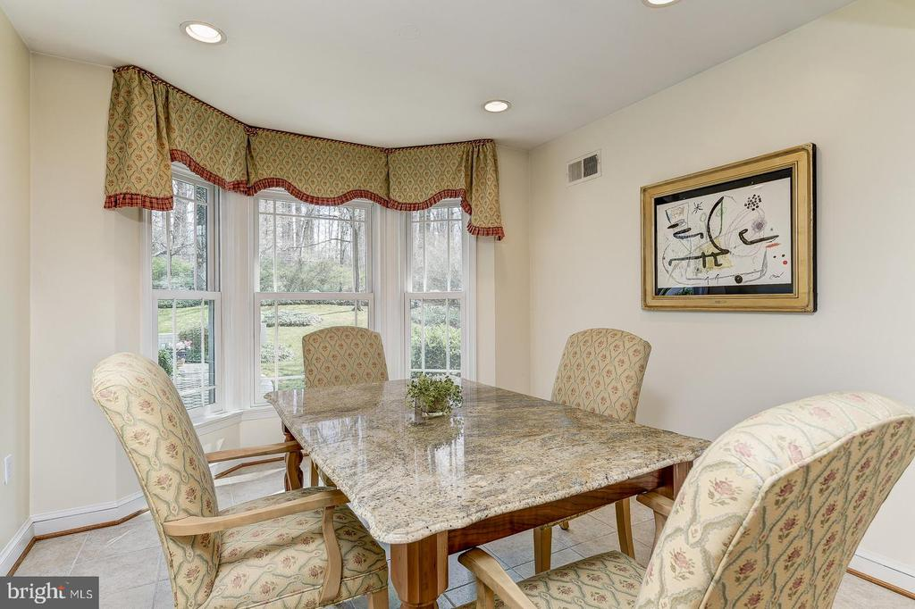 Breakfast room with bay window - 7608 ARROWOOD RD, BETHESDA