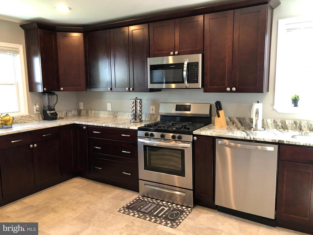 STAINLESS APPLIANCES - 2809 63RD AVE, CHEVERLY