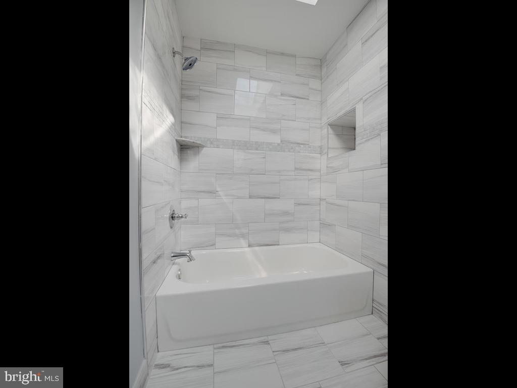 Upper-Level Master Bathroom - 4812 71ST AVE, HYATTSVILLE