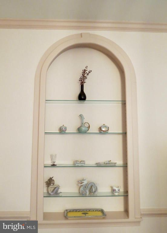 2 Palladian glass shelves in the Dining Room - 335 FODDERSTACK RD, WASHINGTON