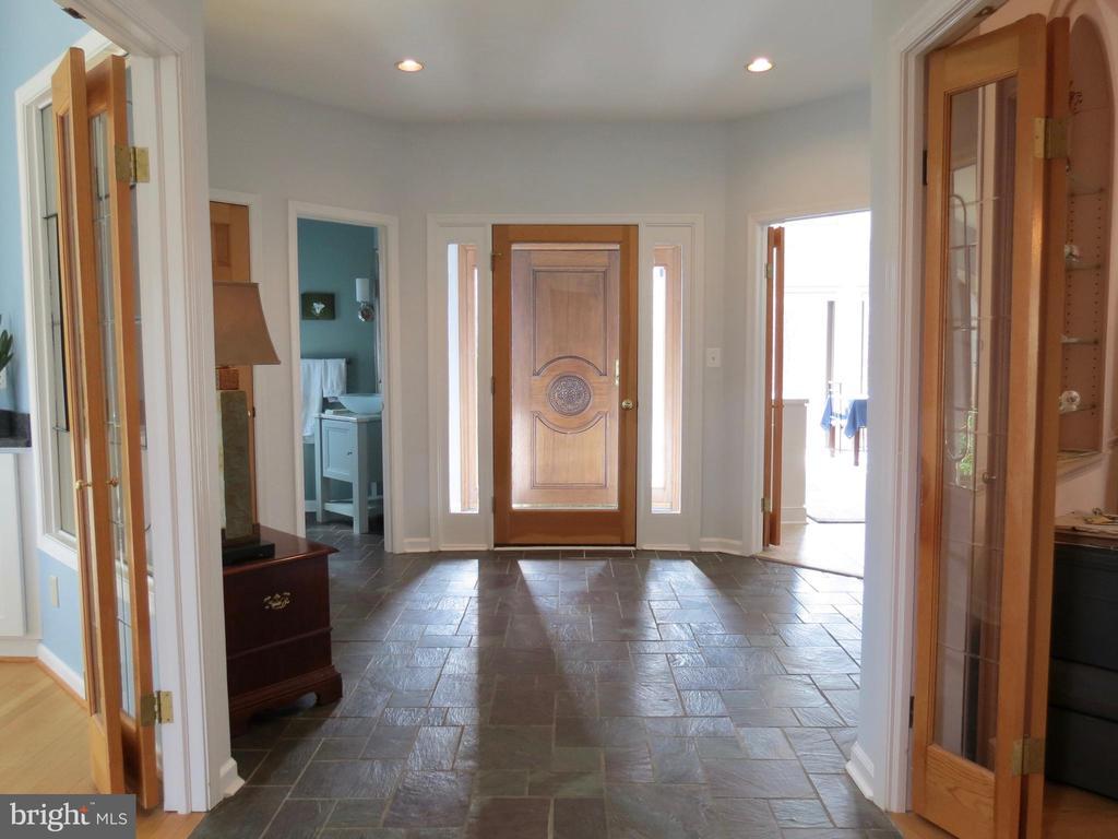 Gracious slate Foyer with atrium entry - 335 FODDERSTACK RD, WASHINGTON