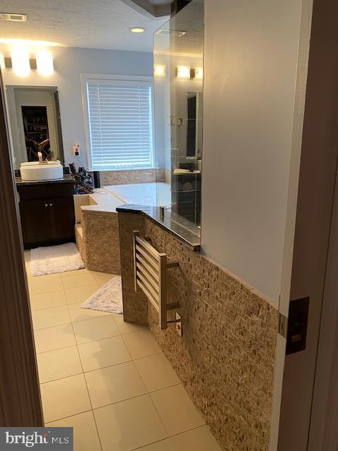Master bath has HEATED FLOOR & HEATED TOWEL RACK - 15201 HUMBOLT BAY CT, GAINESVILLE