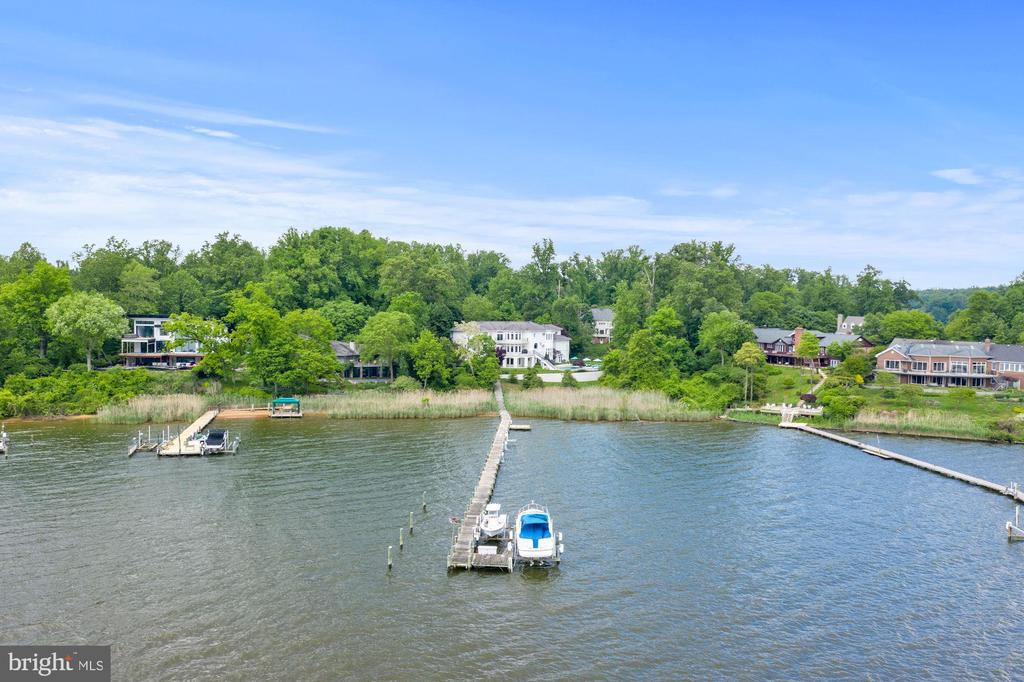350ft of waterfrontage on South River - 3 DEEPWATER CT, EDGEWATER