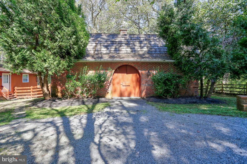 Barn and Tenant House - 12466 KONDRUP DR, FULTON
