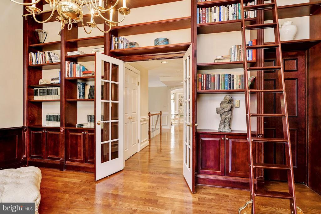 Library w Built-Ins, French Doors & Full Bath - 12466 KONDRUP DR, FULTON