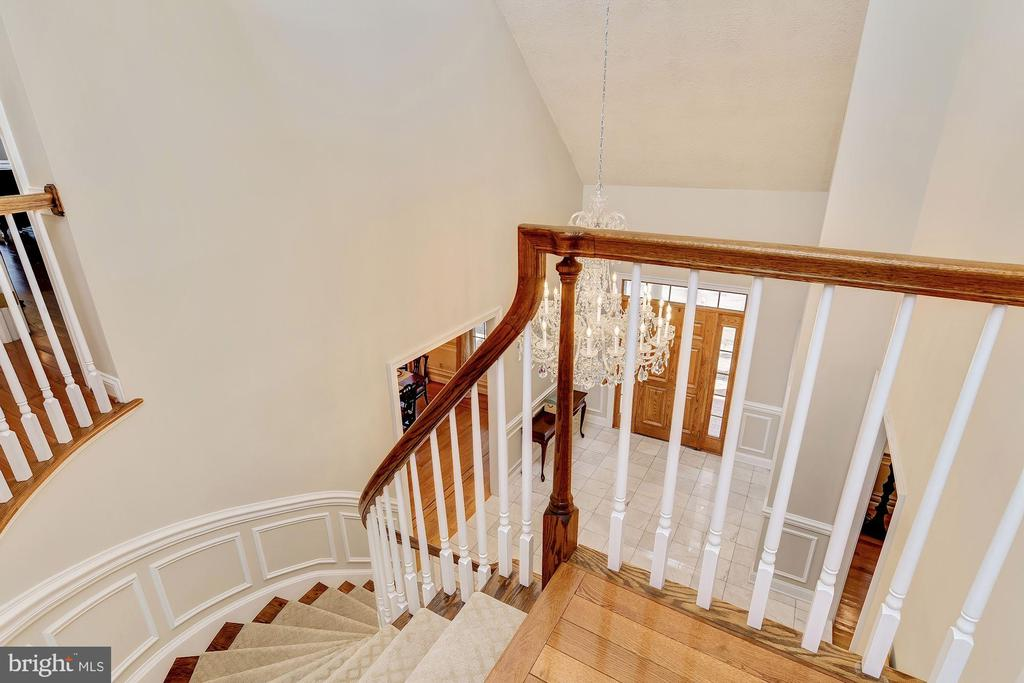 Dramatic Open Curved Stair - 12466 KONDRUP DR, FULTON