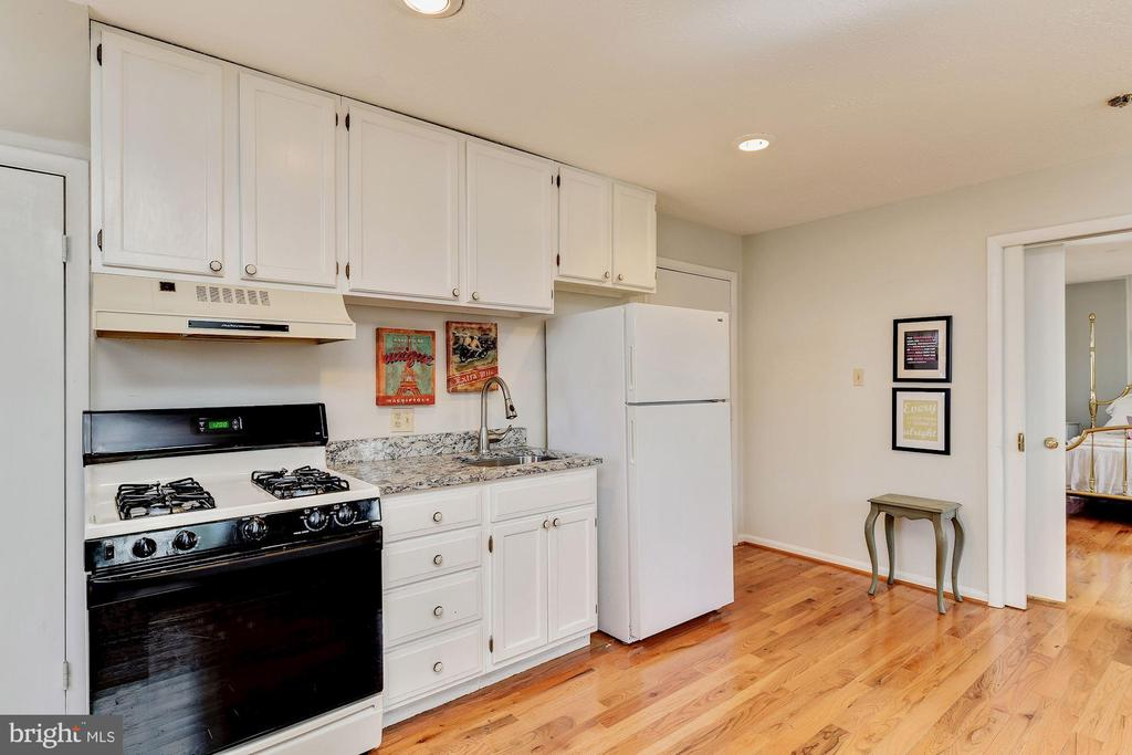 Carriage Apartment Kitchen - 12466 KONDRUP DR, FULTON