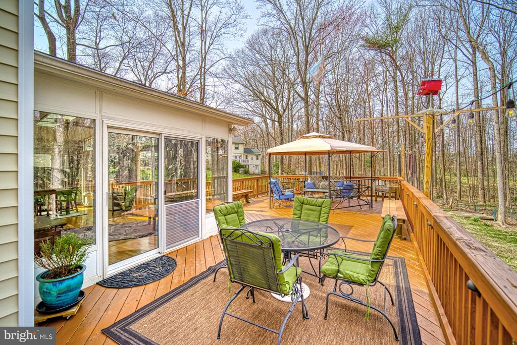 Escape to your woodlands~oasis - 12224 PINE PARK CT, FAIRFAX