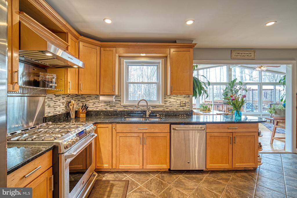 Gourmet gas range, recessed lighting - 12224 PINE PARK CT, FAIRFAX
