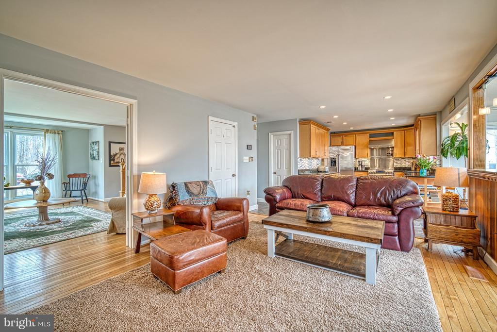Open concept~main level living - 12224 PINE PARK CT, FAIRFAX