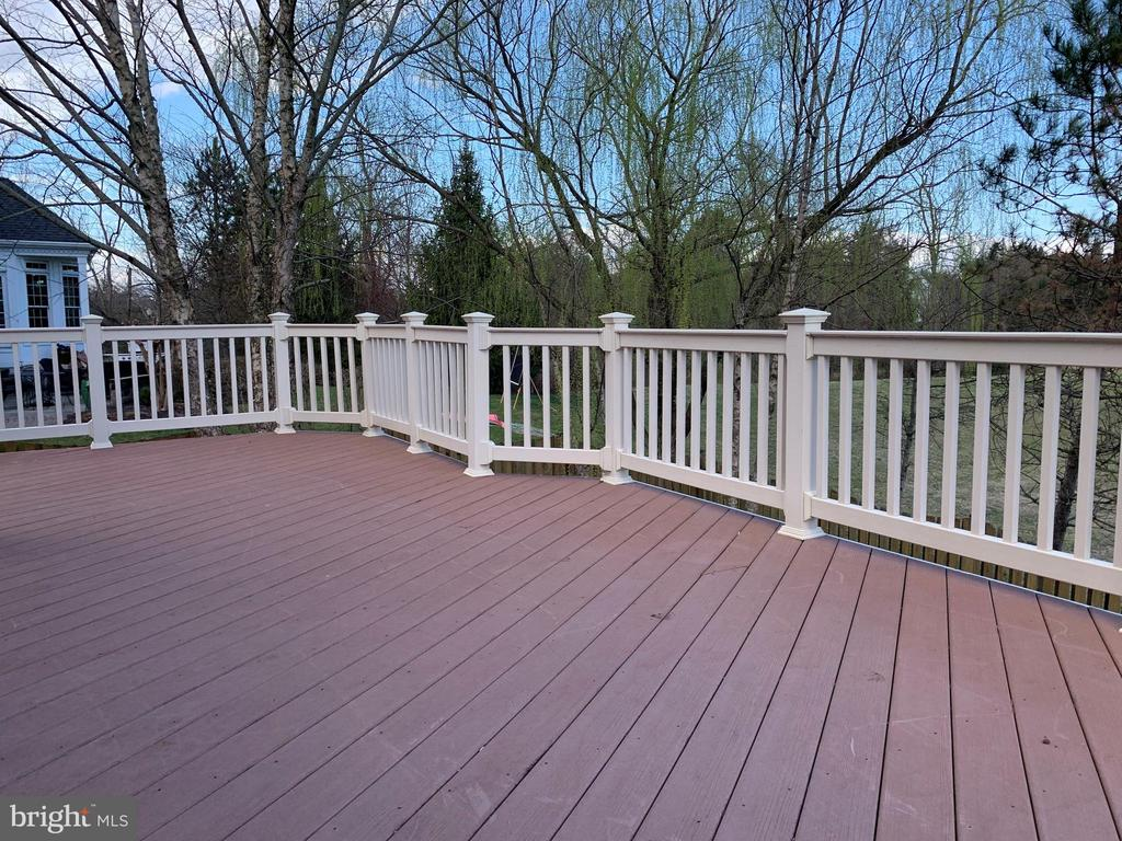 Deck - 43292 CLARECASTLE DR, CHANTILLY