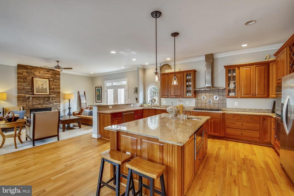 Large Center Island opens to Family Room - 7731 OLDCHESTER RD, BETHESDA
