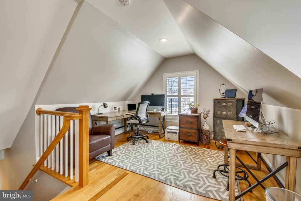 Third level Living Area - 7731 OLDCHESTER RD, BETHESDA