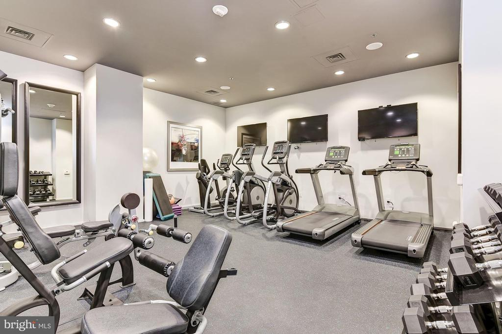 Convenient & well-equipped community gym - 3409 WILSON BLVD #602, ARLINGTON