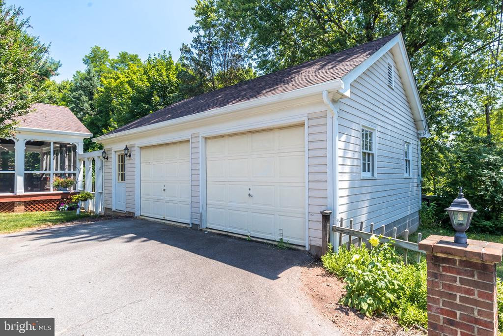 Two car detached garage with additional storage - 308 KING ST, LEESBURG
