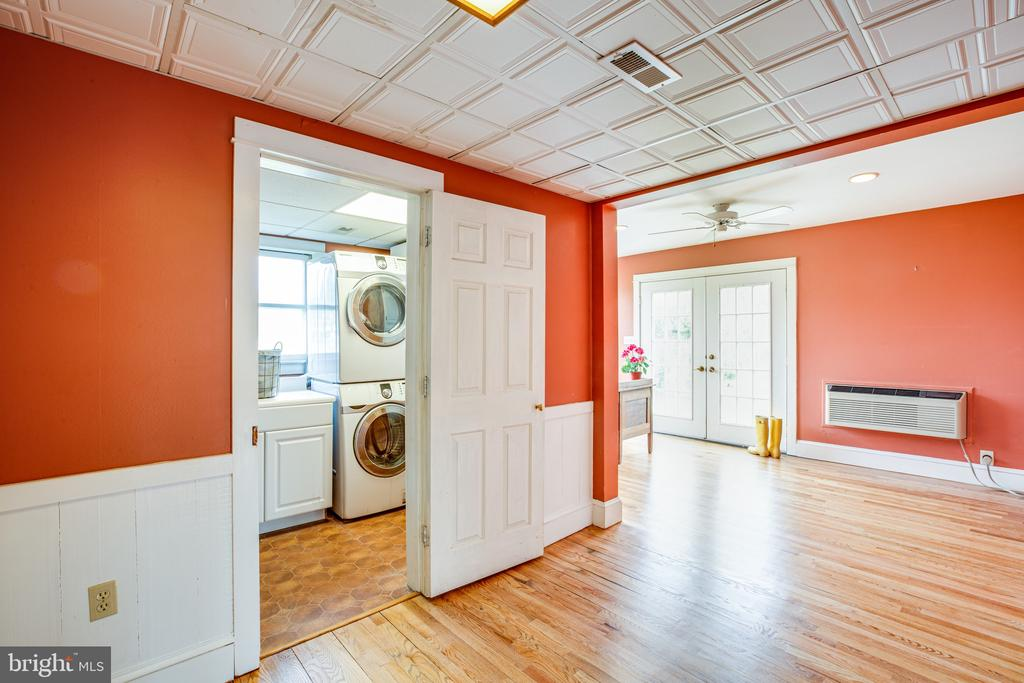 Laundry room is conveniently located off kitchen - 504 POPLAR RD, FREDERICKSBURG