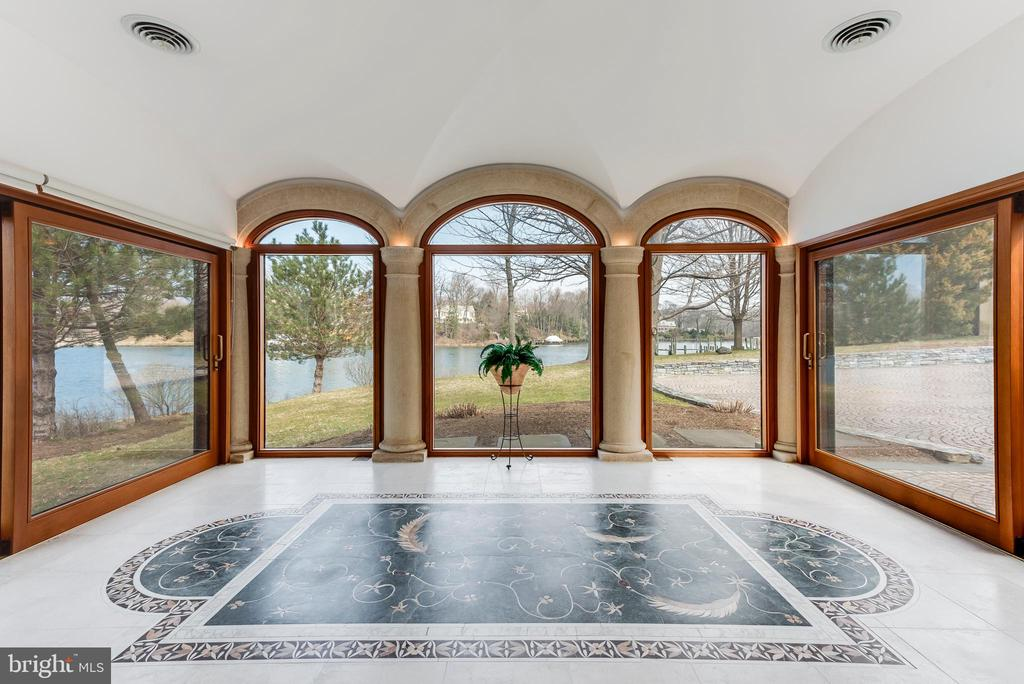Sunroom with views of Aberdeen Creek - 3182 HARNESS CREEK RD, ANNAPOLIS