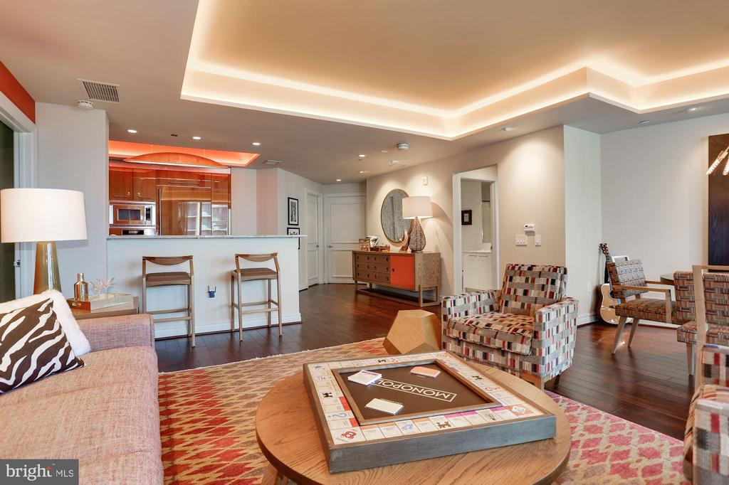 Sunlit Open Floor Plan - 1881 N NASH ST #712, ARLINGTON