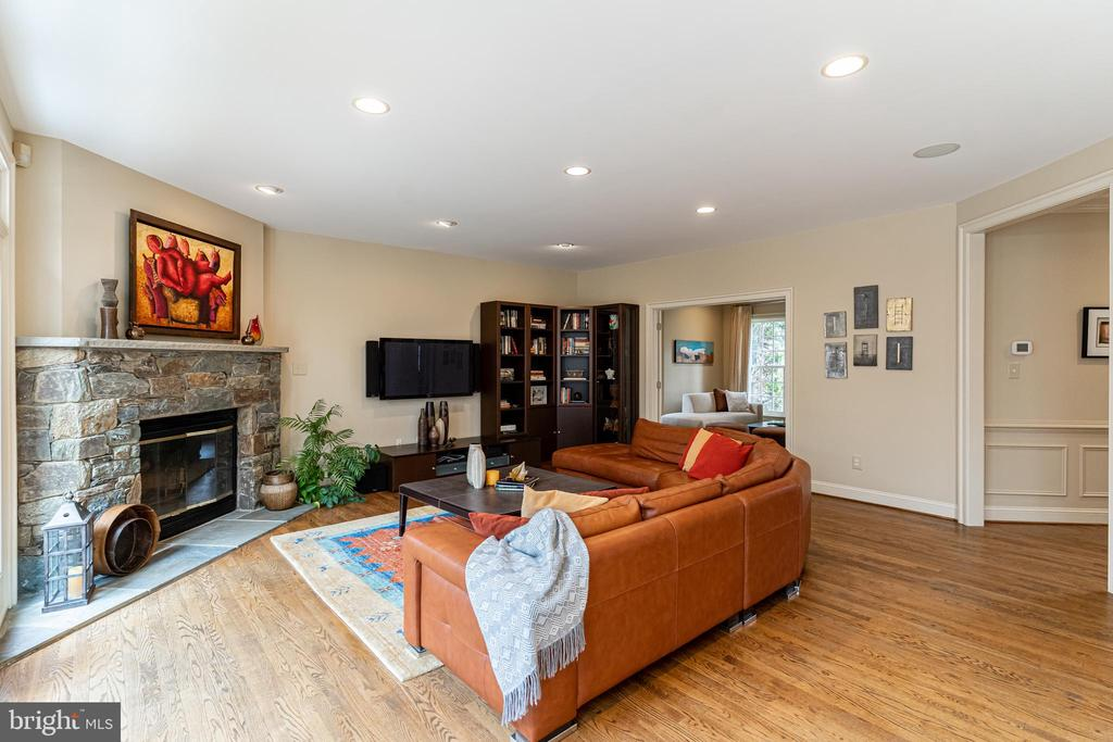 Family Room - 7000 FAWN TRAIL CT, BETHESDA