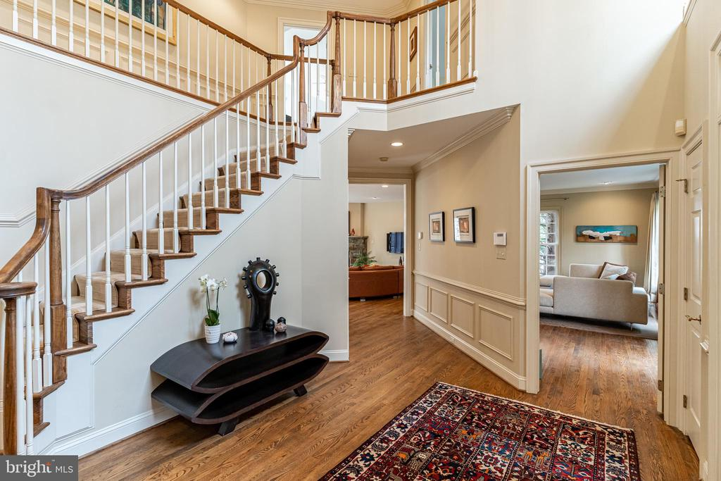 Two-Story Foyer - 7000 FAWN TRAIL CT, BETHESDA