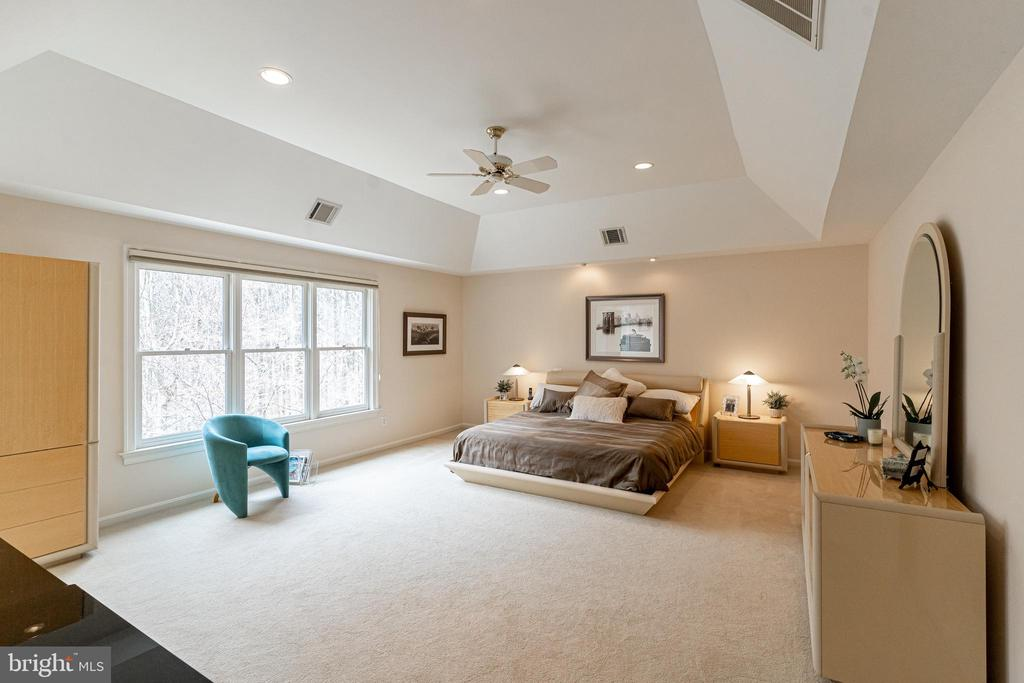 Owner's Suite - 7000 FAWN TRAIL CT, BETHESDA