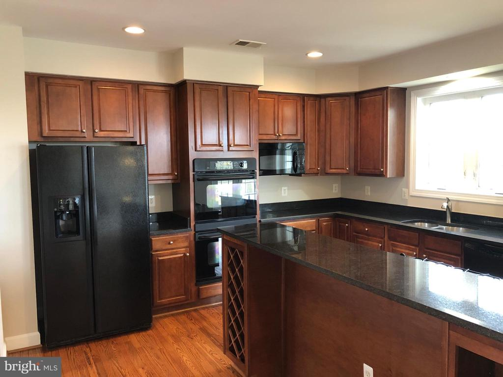 Kitchen - 14042 BLUE VIEW CT, LEESBURG