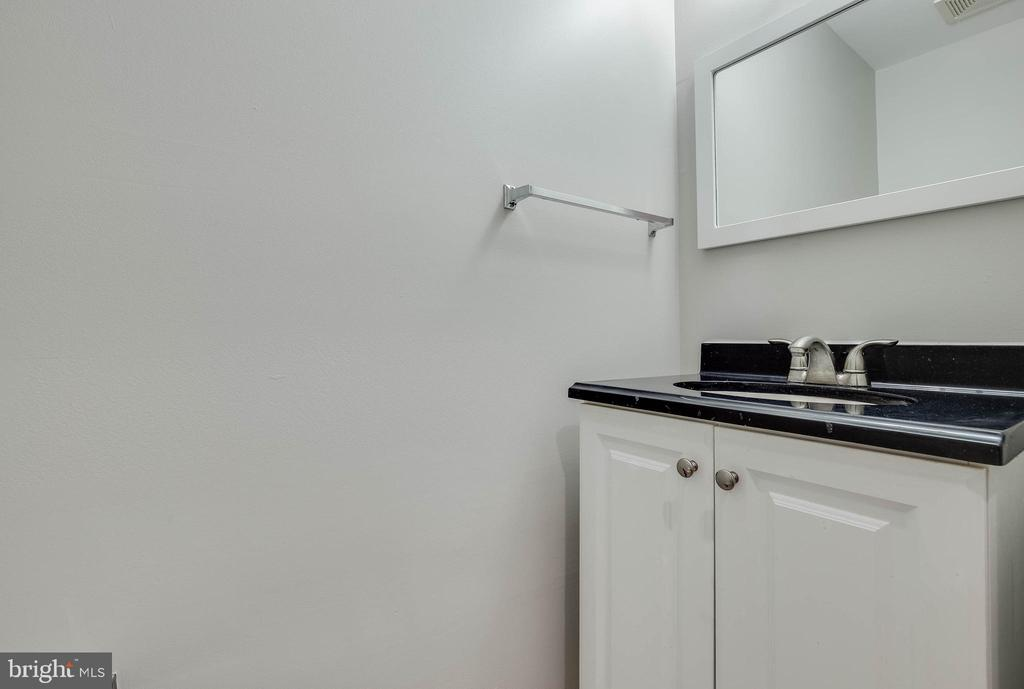 Lower level half bathroom - 4731 THORNBURY DR, FAIRFAX