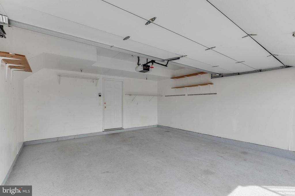 2-car garage with storage closet - 4731 THORNBURY DR, FAIRFAX