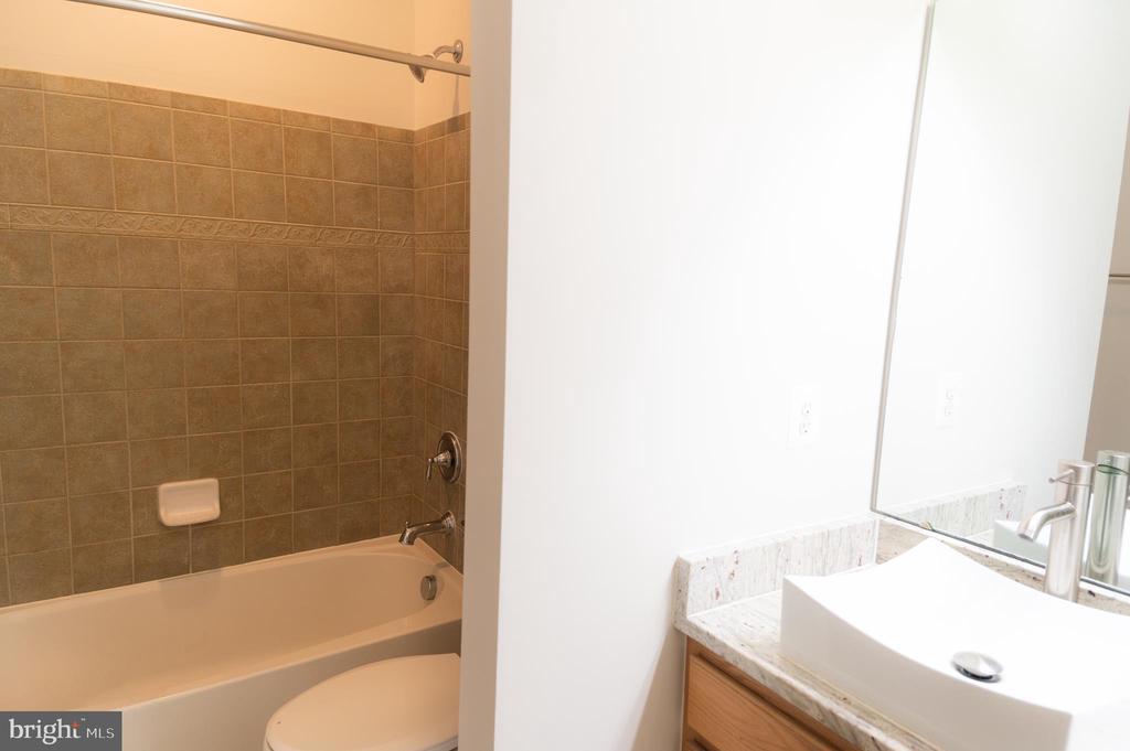 Upper Level Hallway Bathroom - 1689 WINTERWOOD CT, HERNDON