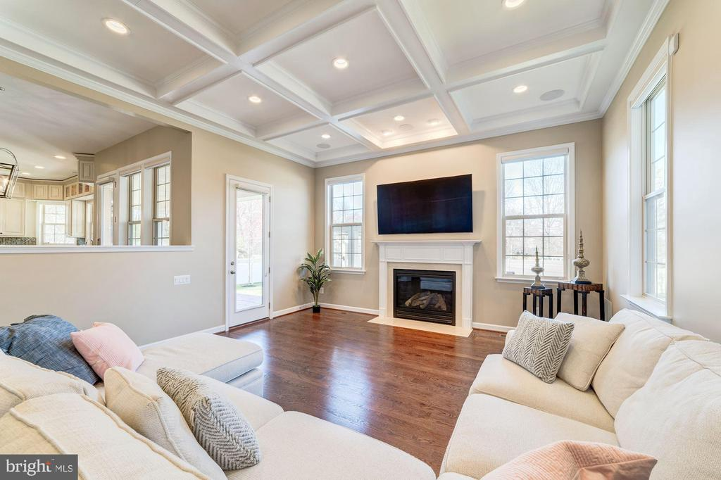 10-foot ceilings throughout the family room - 6204 BERNARD AVE, ALEXANDRIA