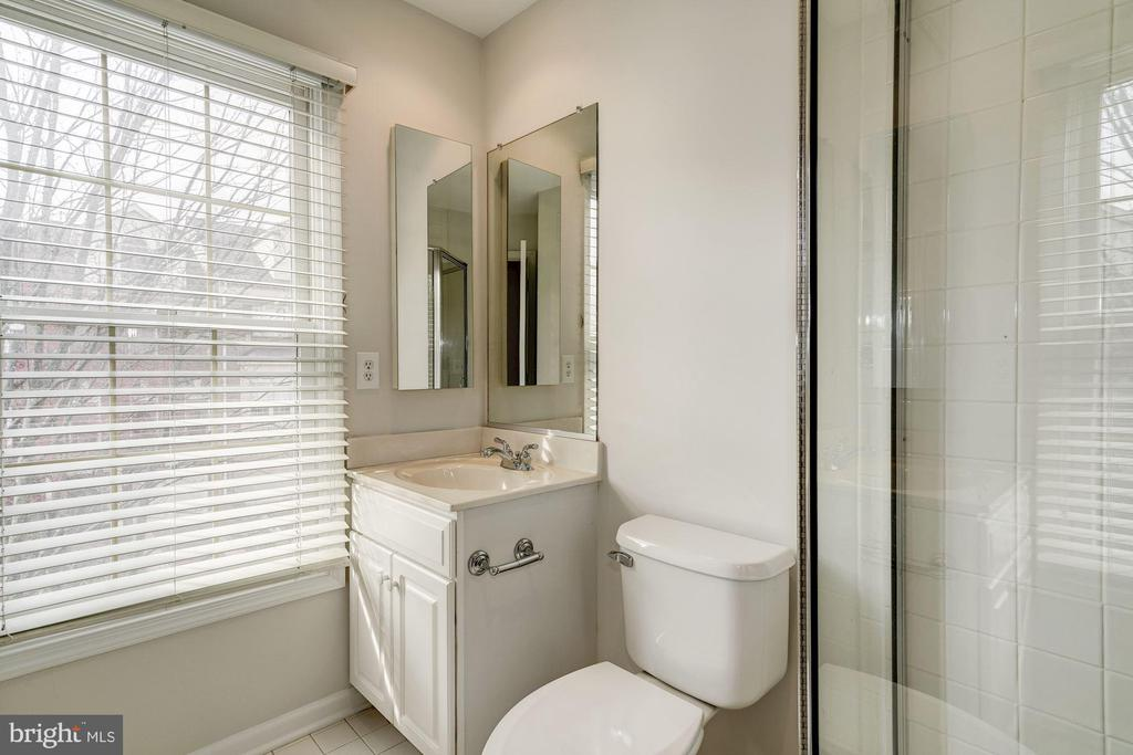Bathroom - 1501 22ND ST N, ARLINGTON