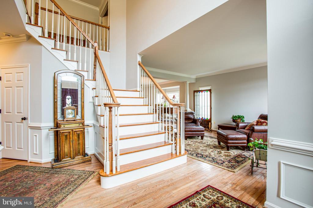 nice hardwood staircase - 2 KINGSLEY CT, STAFFORD