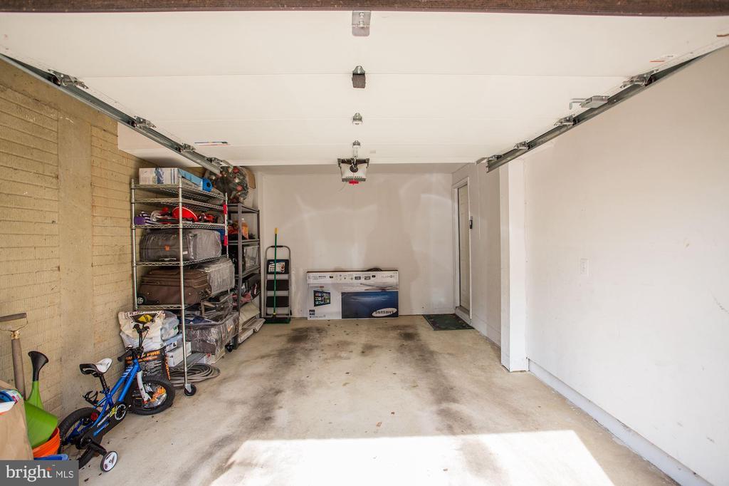 One car garage! - 8110 MADRILLON SPRINGS LN, VIENNA