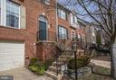 Excellent curb appeal - 8110 MADRILLON SPRINGS LN, VIENNA