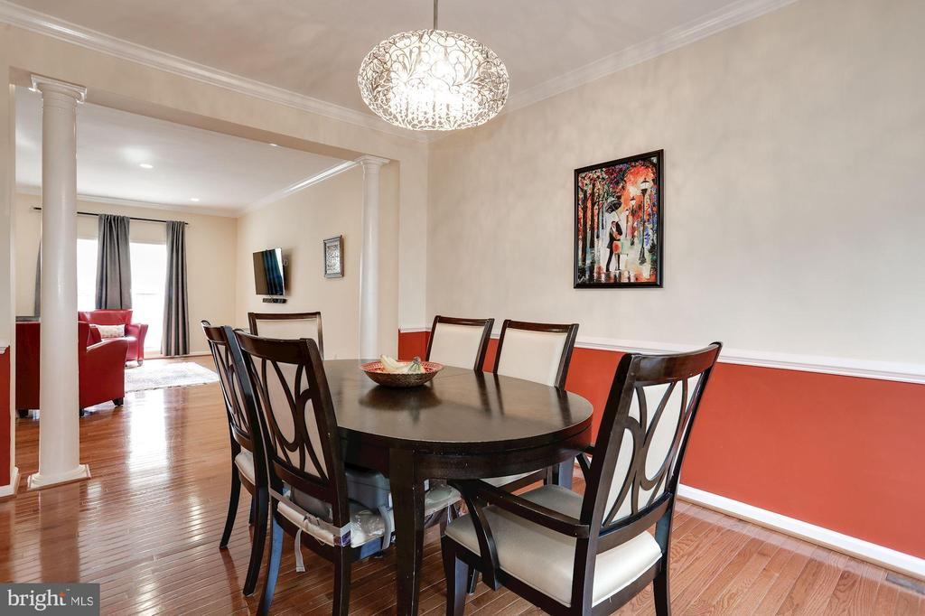 Dining room with chair rail & crown molding - 8110 MADRILLON SPRINGS LN, VIENNA