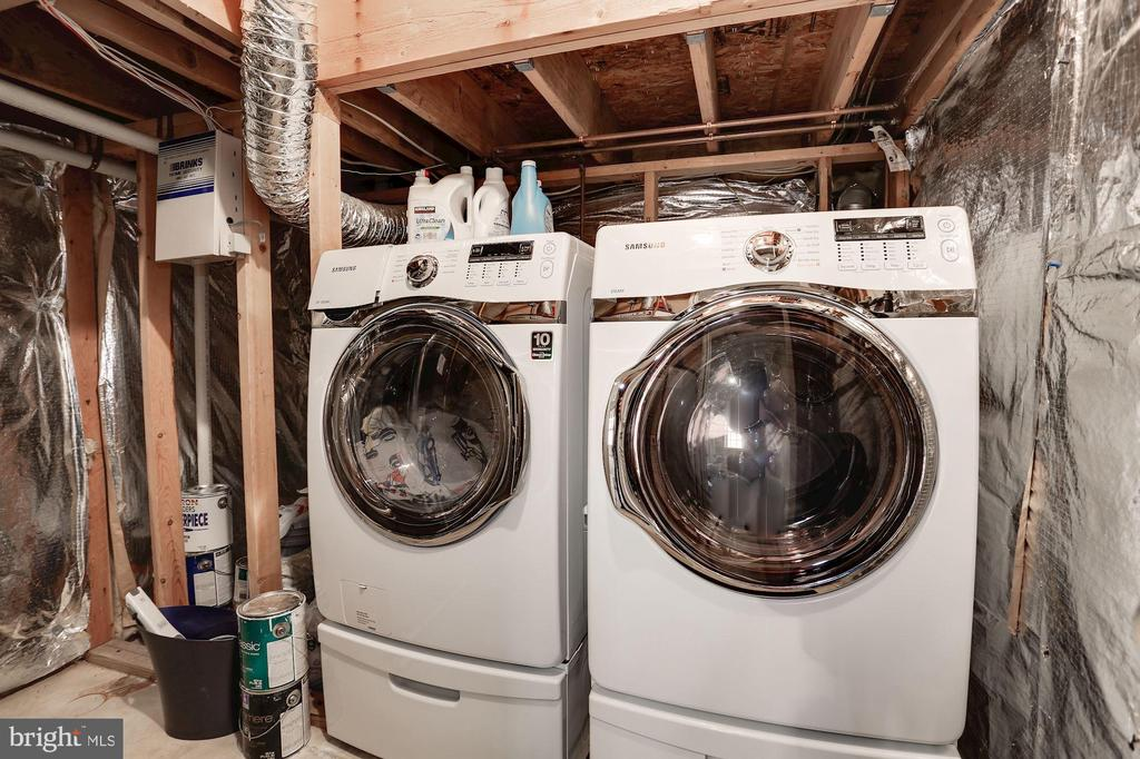 Washer/dryer & extra storage downstairs - 8110 MADRILLON SPRINGS LN, VIENNA