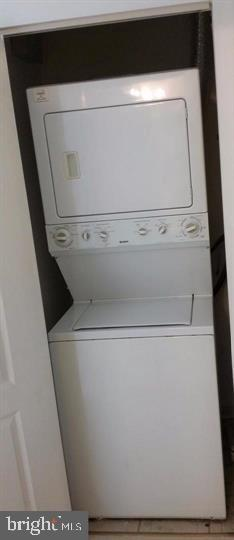 Stacked Washer Drier in Unit - 12913 ALTON SQ #309, HERNDON